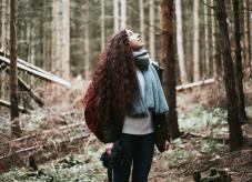 Eine Frau im Wald - Wald geerbt