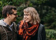 Waldeigentümer in Deutschland - Ein Pärchen im Wald